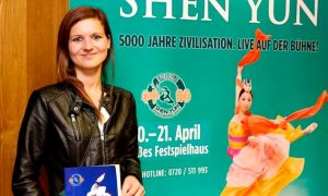 'Smiling Eyes and Shining Faces' During Shen Yun