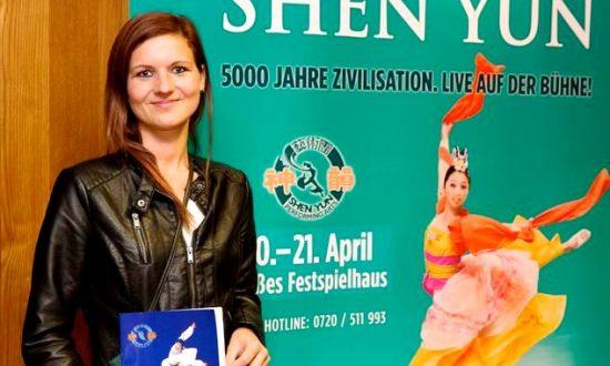 'Smiling Eyes and Shining Faces' During Shen Yun