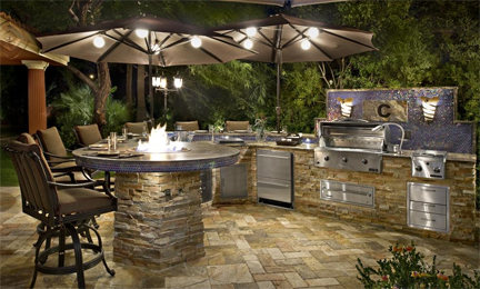 An outdoor kitchen, big or small, needs to be the right size to accommodate the number of guests you plan on entertaining. (eieihome.com)
