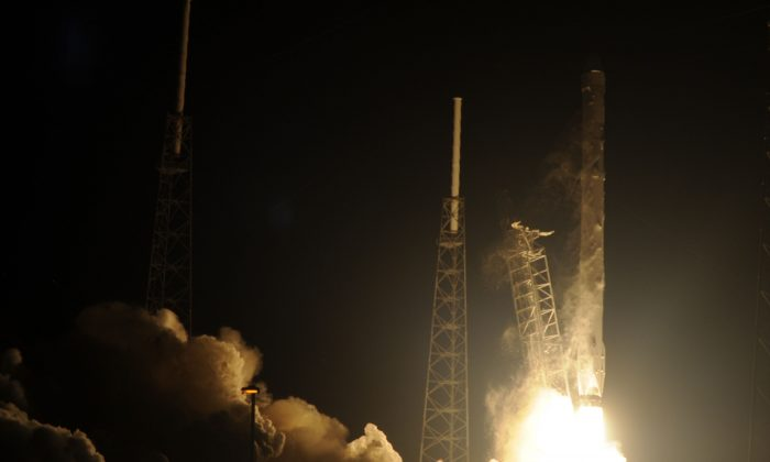 Space X's Falcon 9 rocket launches on January 10, 2015 as it heads to space from pad 40 at Cape Canaveral, Florida, carrying the Dragon CRS5 spacecraft on a resupply mission to the International Space Station (ISS). (Bruce Weaver/AFP/Getty Images)