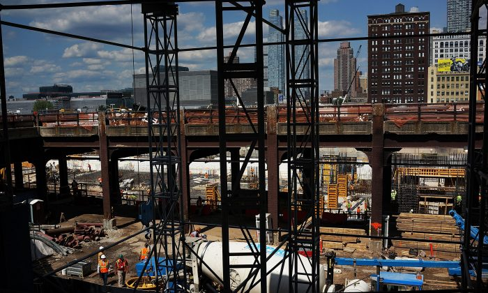 Construction at the Hudson Yards project in New York on Aug. 16, 2013. The project raised about $600 million in EB-5 funds, from 1,200 families. (Spencer Platt/Getty Images)
