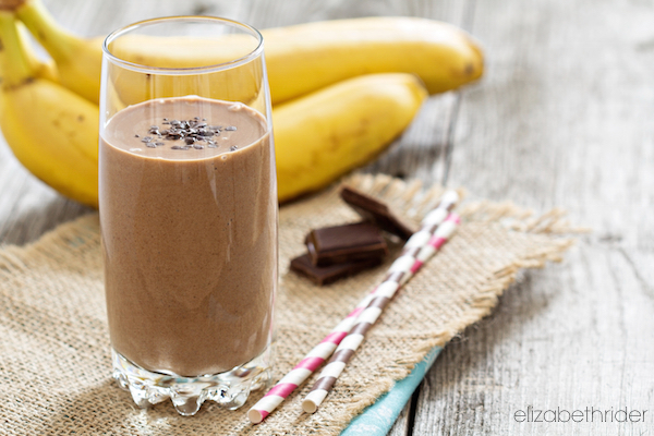 Chocolata banana smoothie. (VeselovaElena/iStock)