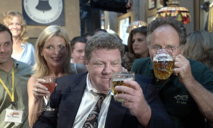 Actor George Wendt, looks at his beer August 23, 2001,  at a bar in Boston, Mass. (Photo by Darren McCollester/Getty Images)