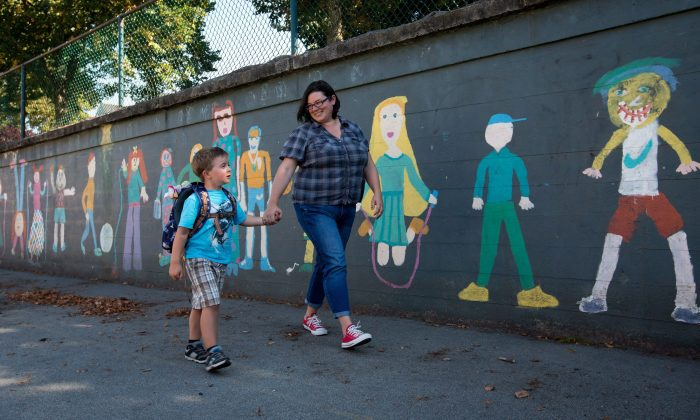 A mother shows her son around the grounds of a school in Vancouver in preparation for his first day in kindergarten, Aug. 20, 2013. A burgeoning teacher-led movement that rejects unproven education education trends is quickly growing, and some educators say a change in how education is delivered in Canada is long overdue. (THE CANADIAN PRESS/Darryl Dyck)