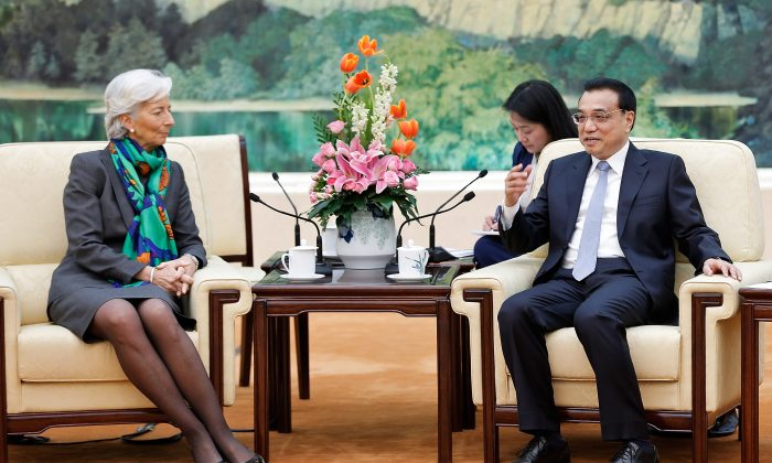 Vice Premier Li Keqiang of China (R) meets International Monetary Fund (IMF), Managing Director Christine Lagarde (L) inside the Great Hall of the People in Beijing on March 23, 2015 in Beijing, China. (Lintao Zhang/Getty Images)