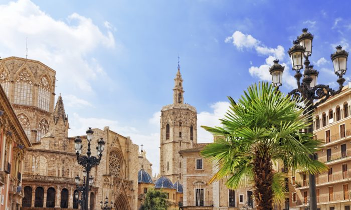 Square of Saint Mary's and Valencia cathedral (VitalyEdush, iStock)