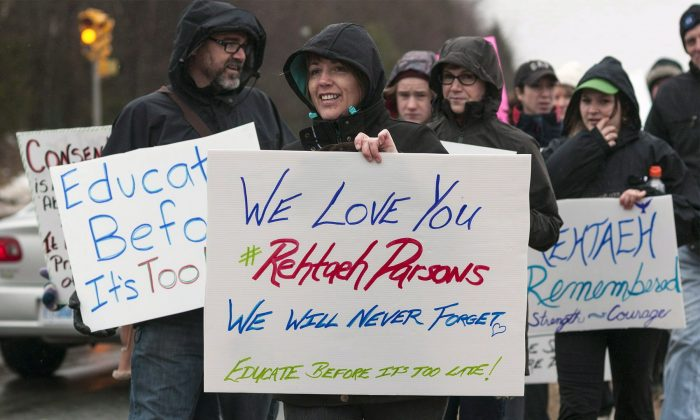 Leah Parsons prepares to take part in a walk in remembrance of her daughter Rehtaeh Parsons, in Cole Harbour, N.S., on April 5, 2014. (The Canadian Press/ Mitch Ward)