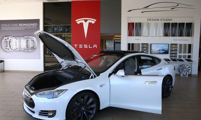 A Tesla Model S car is displayed at a Tesla showroom in Palo Alto, Calif., on Nov. 5, 2013. (Justin Sullivan/Getty Images)
