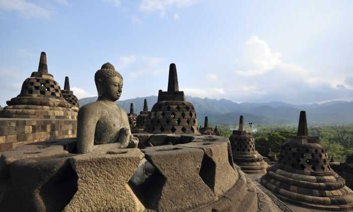 Borobudur Java Indonesia (shirophoto, iStock)
