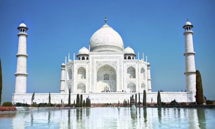 World wonder Taj Mahal (master2, iStock)