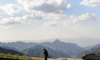 China's Elite Forbidden From 'Meeting' at Tourist Sites