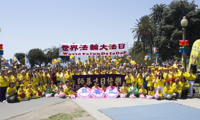 On Sunday, more than 200 Falun Gong practitioners and their families from the greater Los Angeles area gathered at the Santa Monica pier to celebrate World Falun Dafa Day. (Season Yuan / The Epoch Times)