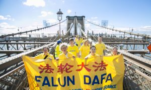 From Europe to Brooklyn: Hundreds Stream Across Brooklyn Bridge for Human Rights in China