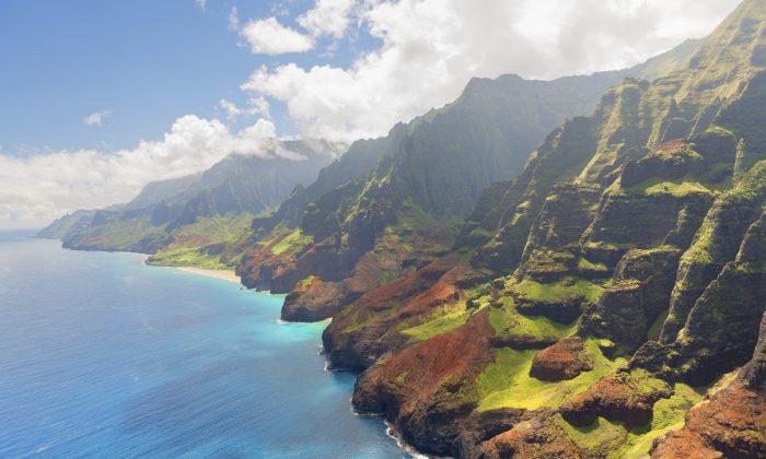 Na Pali Coast on Kauai island in summer (SergiyN, iStock)