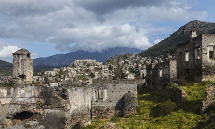 Ruins of Kayakoy, Fethiye (yavuzsariyildiz, iSotck)