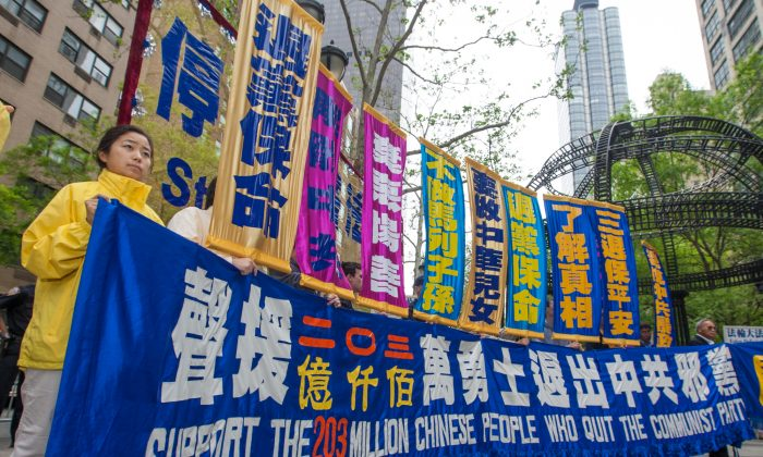 Over 8,000 human rights activists, members of The Global Service for Quitting the Chinese Communist Party, and Falun Gong practitioners, hold a rally in front of the United Nations in New York on May 15, 2015, celebrating over 200 million Chinese people who have quit the Chinese party. (Youth Ma/Epoch Times)