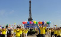Paris: Falun Dafa Day 2015 in the Square of Freedom and Human rights