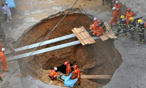 Bus Falls Into Sinkhole in Northwestern China, 6 Dead
