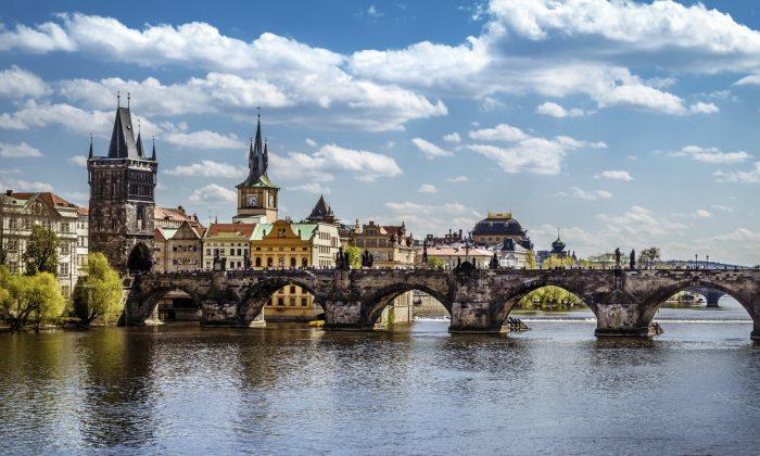 Prague, Charles Bridge (QQ7, iStock)