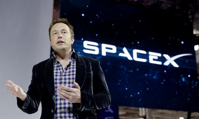SpaceX CEO Elon Musk unveils the company's new manned spacecraft, The Dragon V2, designed to carry astronauts into space during a news conference on May 29, 2014, in Hawthorne, California. (Kevork Djansezian/Getty Images)