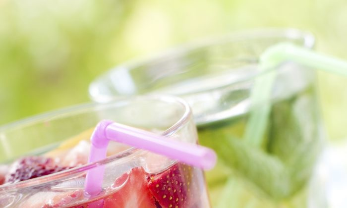 Cool drinks for summer. (Wiktory/iStock )