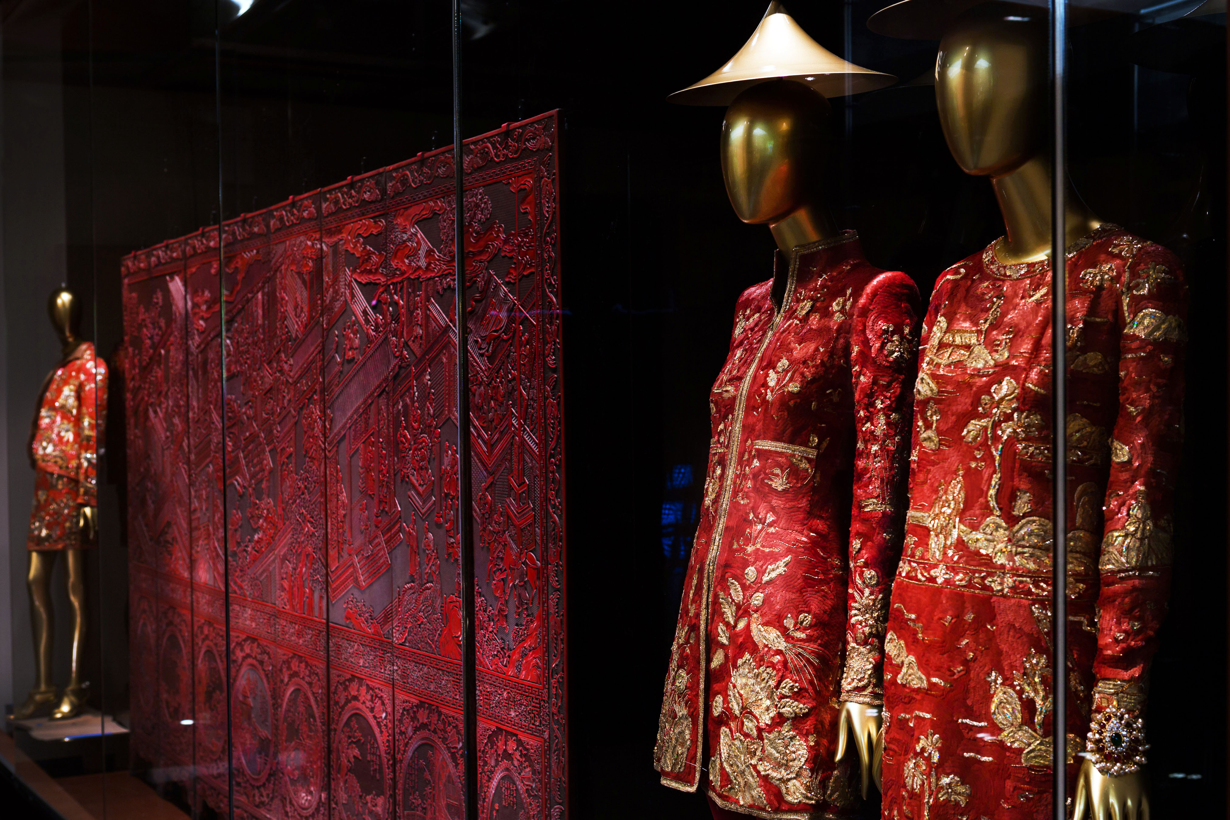 The Met S Chinese Fashion Exhibit Neglects 94 Percent Of Chinese Fashion