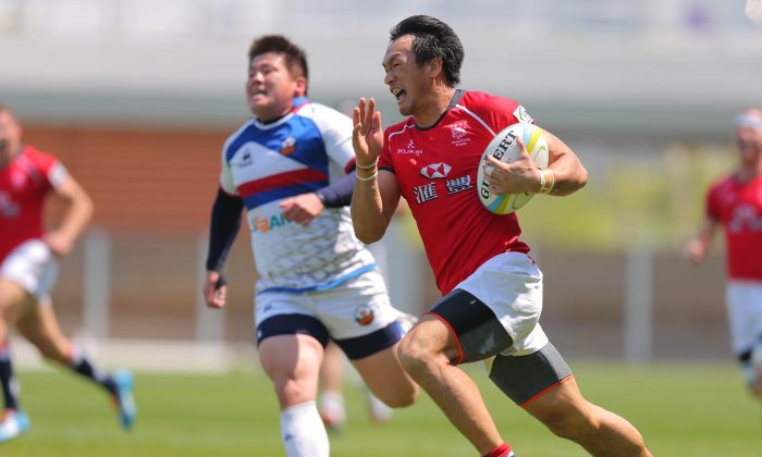 Hong Kong's Salom Yiu Kam Shing breaks away for the game winner in stoppage time in their Asian Series against Korea in Incheon on Saturday May 16, 2015. (ARFU)