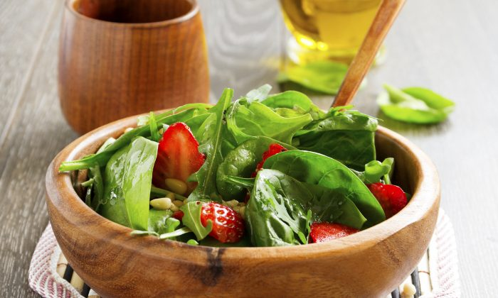 Light salad with spinach and strawberries. (Lesyy.iStock)