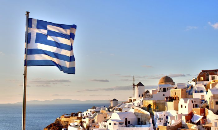 Greek Flag over Oia (StephanieSutherlinPhotography, iStock)