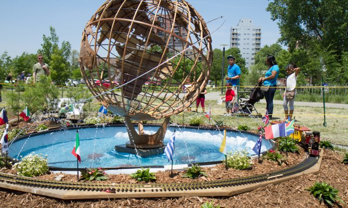 The World's Fair train show at the Queen's Botanical Garden on May 25, 2015 presented by the Long Island Garden Railway Society, Inc. (Holly Kellum/Epoch Times)
