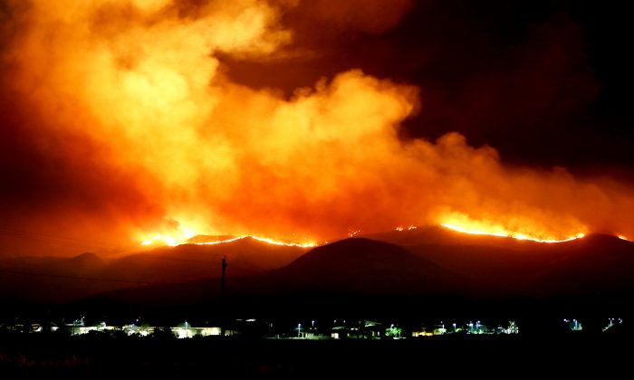 U.S. Marines and fire crew on Marine Corps Base Camp Pendleton, Calif., respond to wildfires ablaze in southern California May 14, 2014. (U.S. Marine Corps photo by Lance Cpl. Joshua Murray/Released)