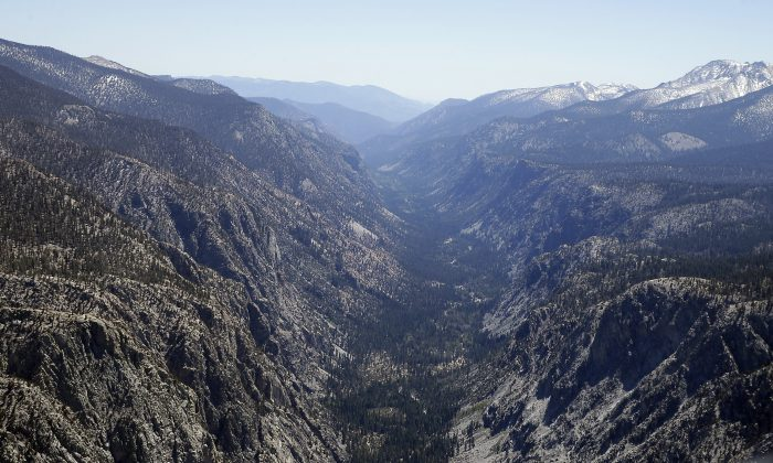 A valley in the Sequoia National Park normally covered in snow this time of year is seen during an aerial survey of the snowpack done by the Californian Department of Water Resources, Tuesday, April 28, 2015. (AP Photo/Rich Pedroncelli)