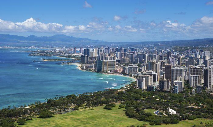 The coastline of Oahu leading into Waikiki and Honolulu. (scottnz, iStock)