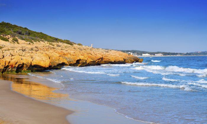 Cala Romana beach in Tarragona, Spain. (nito100, iStock)