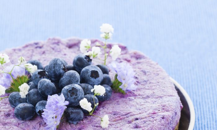 Vegan raw blueberry cake. (zstockphotos/iStock)