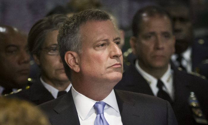 New York Mayor Bill de Blasio listens during a memorial ceremony for deceased members of the New York City Police Department, Thursday, May 7, 2015, at police headquarters in New York.  (AP Photo/Bebeto Matthews)