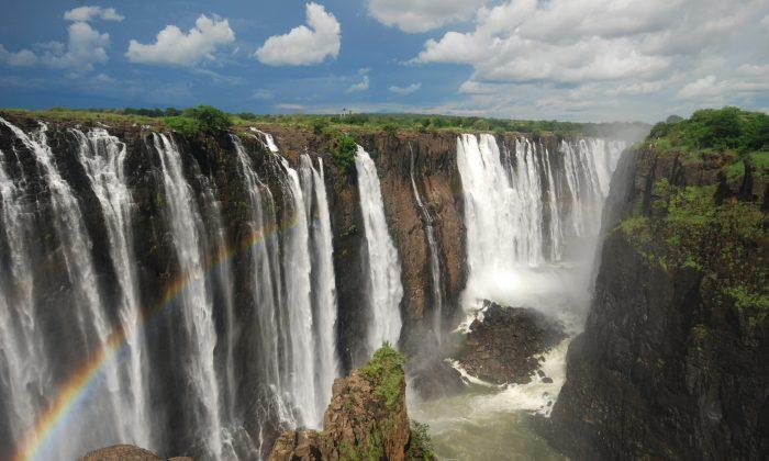 Victoria Falls, Mosi-oa-Tunya (GeeeJay, iStock)