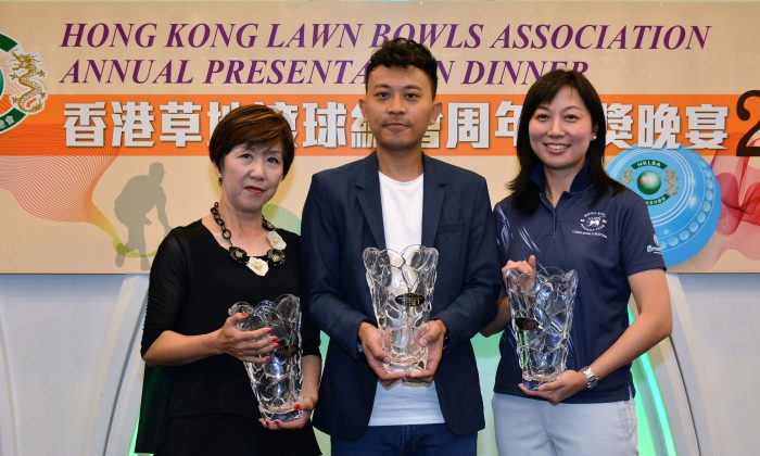 (L to R) Rita Tsui, Wong Chun Yat and Dorothy Yu proudly display their Bowler of the Year award at the Annual Prize Presentation Dinner organised by the Hong Kong Lawn Bowls Association last Friday, May 29, 2015. (Stephanie Worth)