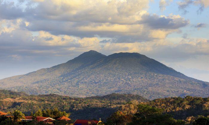 View of volcano Mombacho from Catarin mirador in Nicaragua. (pniesen, iStock)