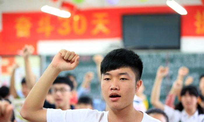 "Students vow to obey the exam regulations before sitting the 2014 university entrance exam of China, or the ""gaokao"", in Bozhou, east China's Anhui province on June 7, 2014. (AFP/AFP/Getty Images)"