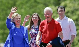 Kicking Off Campaign, Clinton Looking for Iowa Advantage