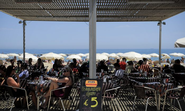 A sign shows the price in Euros for a breakfast menu in a restaurant on the La Barceloneta beach on June 22, 2011 in Barcelona, Spain. (David Ramos/Getty Images)