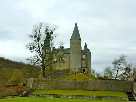 Vêves Castle (Freya Renders, Holiday Nomad)