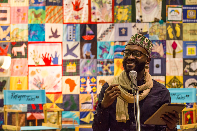 Inua Ellams telling the true story of refugees who have travelled by boat to escape their countries. © Chris Orange