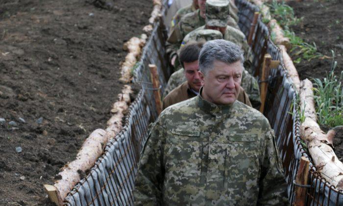 Ukrainian President Petro Poroshenko examines the construction of fortifications in Donetsk, Ukraine, on June 11, 2015. (Irina Gorbaseva/AP)