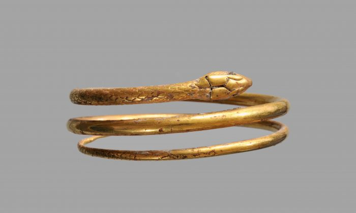 Gold bracelet in the form of a snake. (Superintendence for the Archaeological Heritage  of Naples)