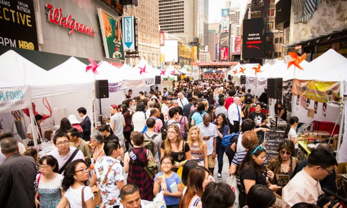 People walk through the food vendor booths at the 2015 Taste Asia Food Festival on Times Square in New York on June 26, 2015. (Edward Dai/Epoch Times)