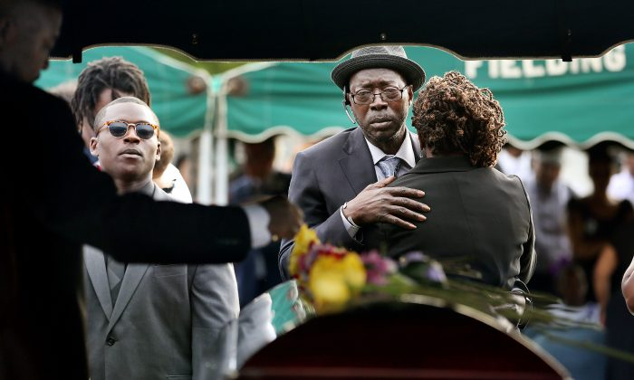 Parents of Tywanza Sanders, Tyrone Sanders and Felicia Sanders, comfort each other at the graveside of their son at Emanuel AME Cemetery in Charleston, S.C., on June 27, 2015. (Grace Beahm/The Post And Courier via AP)