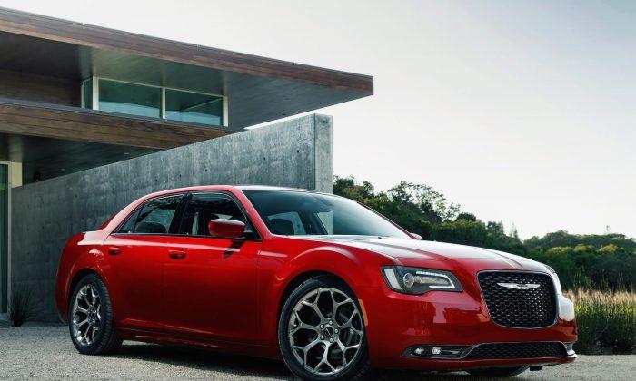 2015 Chrysler 300 (Courtesy of NetCarShow.com)