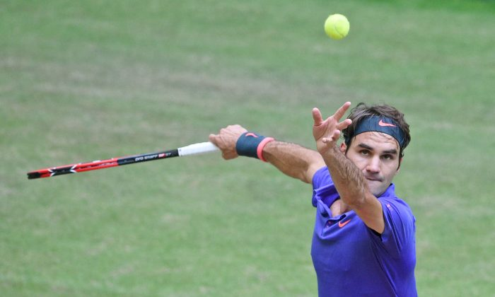 Roger Federer of Switzerland serves in the final match against Andreas Seppi of Italy during the final day of the Gerry Weber Open at Gerry Weber Stadium on June 21, 2015 in Halle, Germany.  (Thomas Starke/Bongarts/Getty Images)